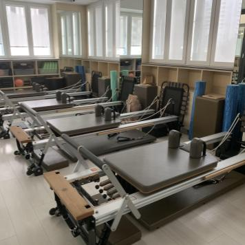 Group Pilates Reformer class at Fit n Fierce fitness studio in central Hong Kong